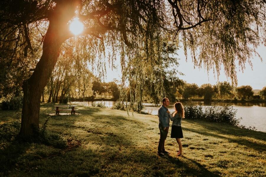 [Photographe Eure et Loir] Une séance engagement au coucher du soleil