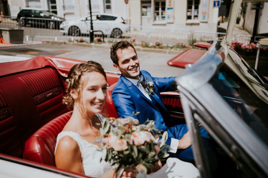 Arrivée des mariés dans la mairie de Longpont-sur-Orge - photographe de mariage Essonne