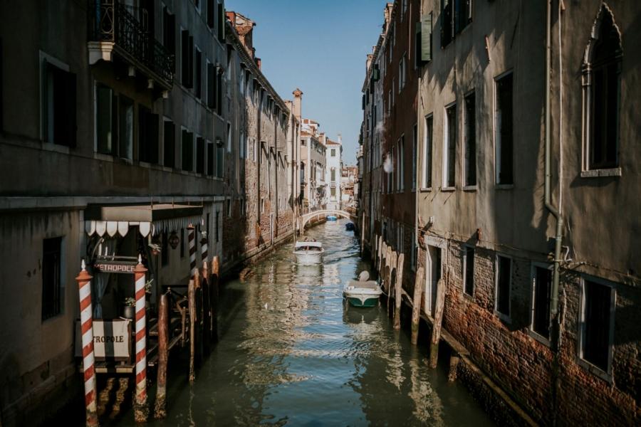 les rues ensoleillées de Venise | photographe mariage Chartres