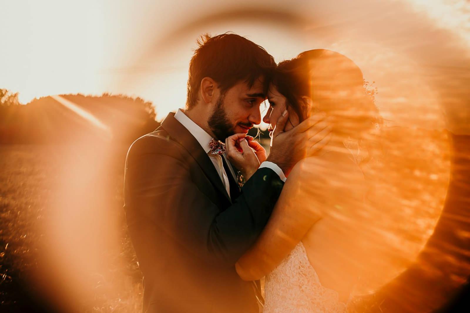 photos d'un couple de jeunes mariés à la ferme d'Armenon