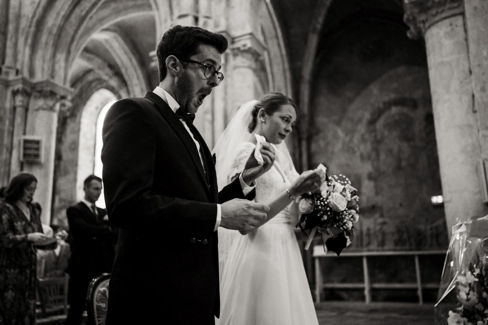 Des mariés émus lors de leur mariage à Chartres