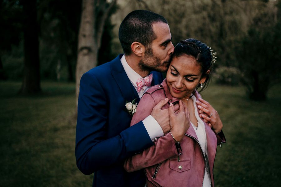 portrait de mariés lors d'un mariage au manoir de Vacheresses