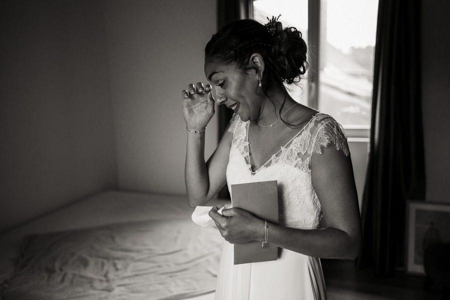 Préparatifs de la mariée avant un mariage au manoir de Vacheresses