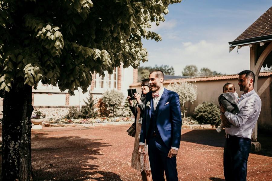 Arrivée des mariés pour leur mariage civil